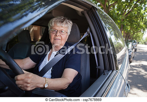 auto vrouw, oud, geleider - csp7678869
