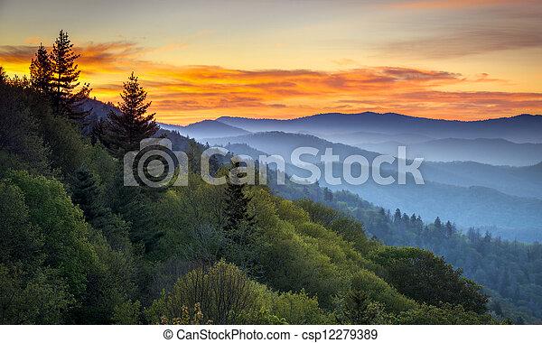 bergen, groot, overzien, cherokee, landschap, rokerig, nc, park, gatlinburg, tn, zonopkomst, tussen, oconaluftee, nationale, landscape - csp12279389