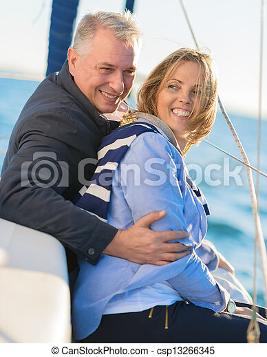 gelukkig paar, middelbare leeftijd  - csp13266345