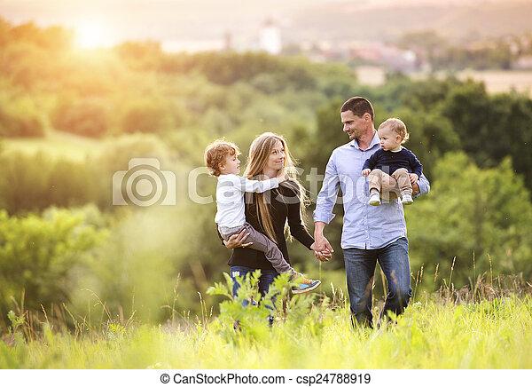 gezin, vrolijke  - csp24788919