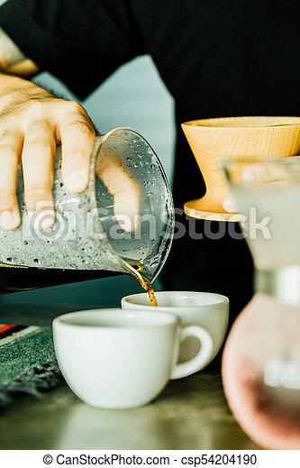 gietende koffie, kop - csp54204190