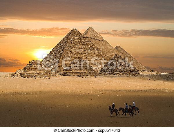 gizeh, fantasie, piramides - csp0517043
