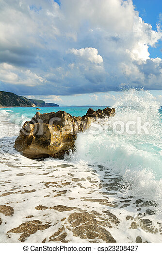 groot, brekende golf, zee, rots, strand - csp23208427
