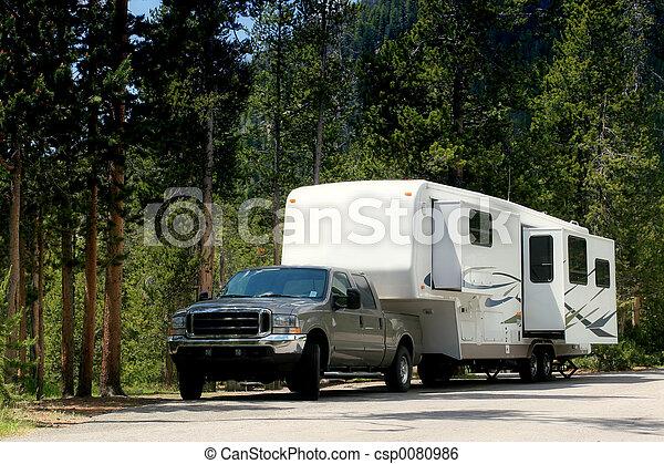 kampeerder, yellowstone, schamelaanhanger - csp0080986