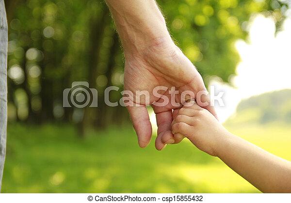 klein kind, houden, ouder, hand - csp15855432