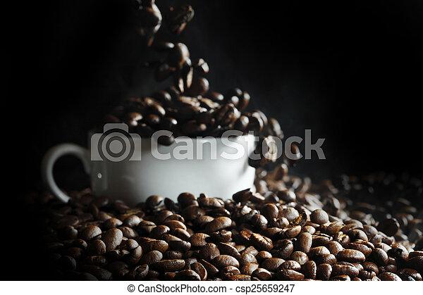 koffiekop, bonen - csp25659247