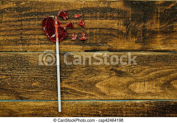 lollipo, hart gedaante, rood, kapot - csp42464198