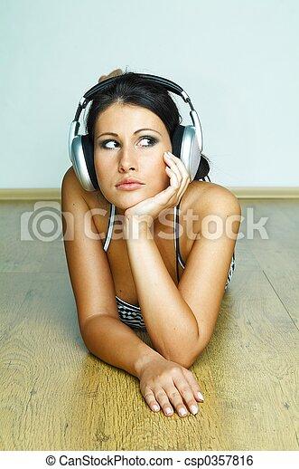 muziek, luisteren - csp0357816