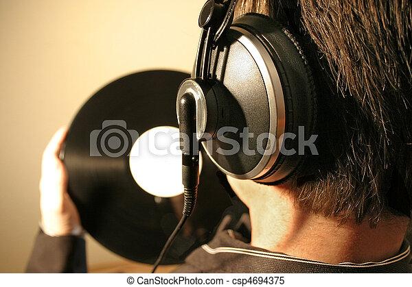 muziek, luisteren - csp4694375