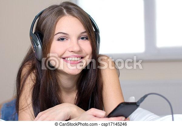 muziek, luisteren - csp17145246