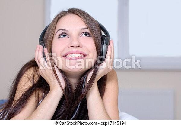 muziek, luisteren - csp17145194