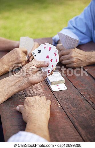 oud, ouwetjes, park, actief, kaarten, groep, vrienden, spelend - csp12899208