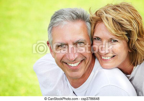 paar, het glimlachen, middelbare leeftijd  - csp3786648