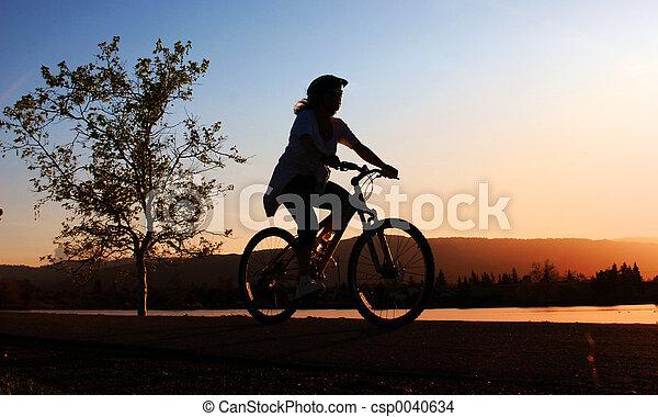 paardrijden, vrouw, fiets - csp0040634