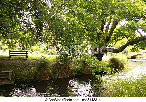 park, eik, bankje, naast, rivier - csp5148314