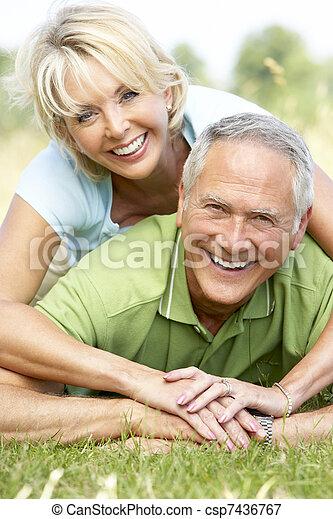 platteland, plezier, paar, hebben, middelbare leeftijd  - csp7436767