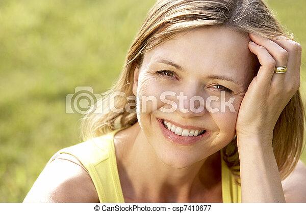 platteland, verticaal, vrouw, jonge, relaxen - csp7410677