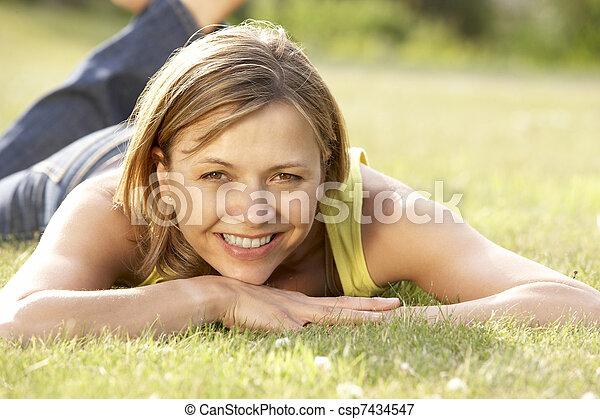 platteland, verticaal, vrouw, jonge, relaxen - csp7434547