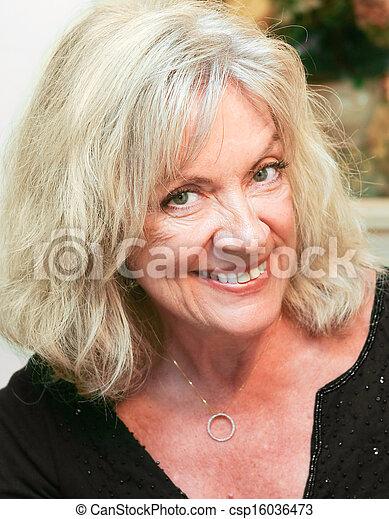 verticaal, vrouw, middelbare leeftijd , mooi - csp16036473