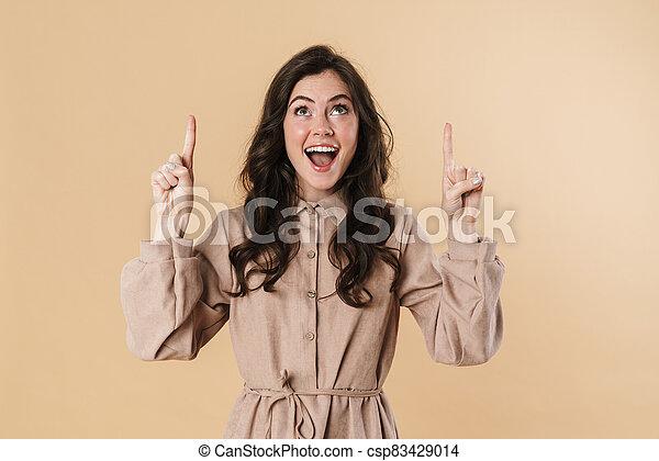 vingers, opgewekte, het glimlachen, omhoog, vrouw, beeld, aantrekkelijk, wijzende - csp83429014