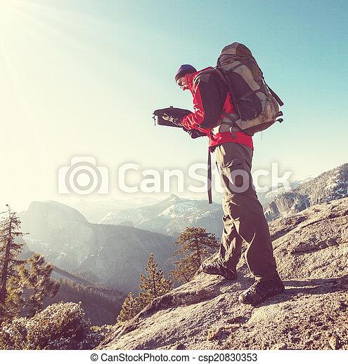 wandelen, yosemite - csp20830353