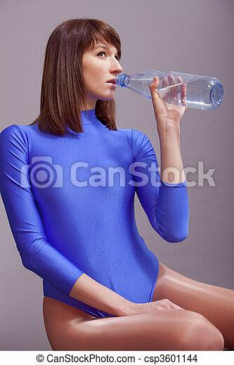 water, drinkende fles - csp3601144