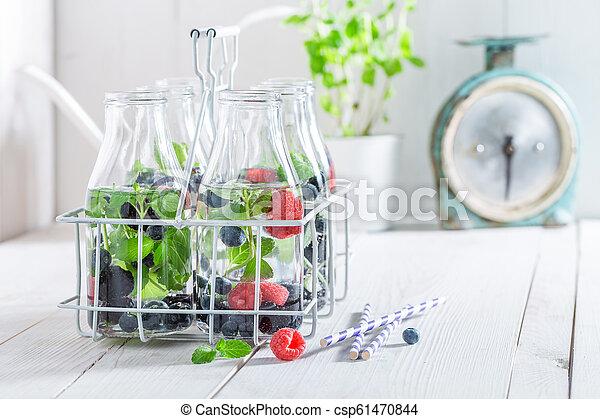 water, fris, besjes, closeup, fles - csp61470844