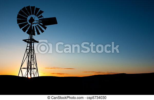 windmolen, zonopkomst - csp5734030